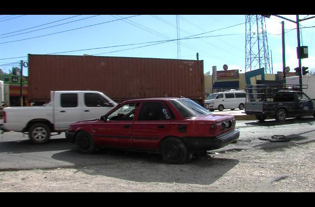 Muere niño de 11 años arrollado por patana mientras cruzaba semáforo dañado