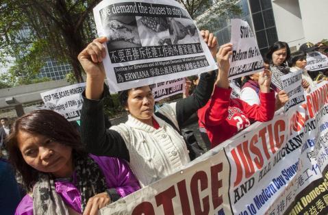 Protestas se extienden por Hong Kong ante la pasividad de la policía
