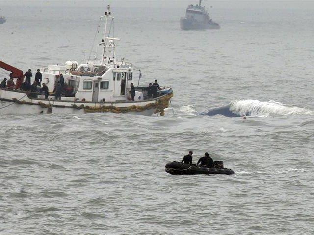 Rescatan a 109 pasajeros de un crucero tras naufragar en Corea del Sur