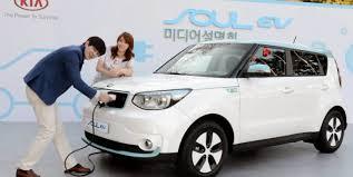 Kia lanza su primer eléctrico, el Soul EV y de paso cambiar su imagen
