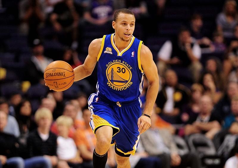 Curry hizo fallar a Harden y Warriors toman ventaja de 2-0