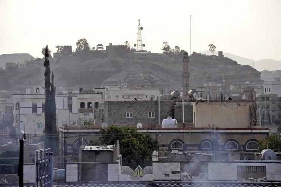 Hutíes irrumpen en la televisión y se decreta toque de queda en barrios Saná