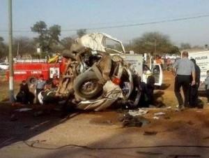 Al menos once muertos en choque entre camión y microbús en Argentina