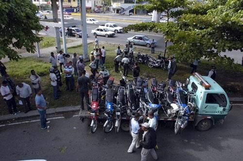 AMET retiene 10 motocicletas robadas con alteraciones de chasis
