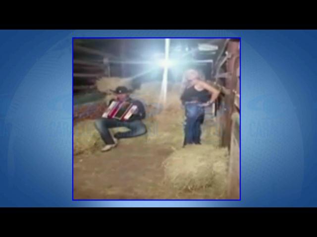 En un campo de batalla se convierte la grabación de un video musical