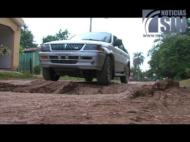 Desesperados por carencia de servicios básicos residentes de Bayaguana