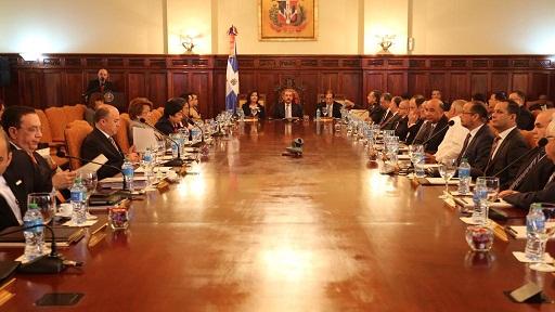 Danilo Medina discute junto a ministros presupuesto 2015