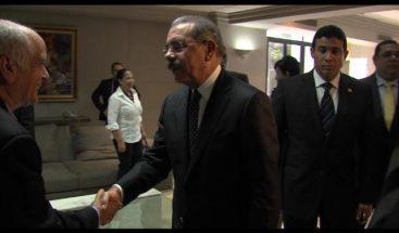 Presidente Medina acude a dar el pésame a familiares de Yaqui Núñez