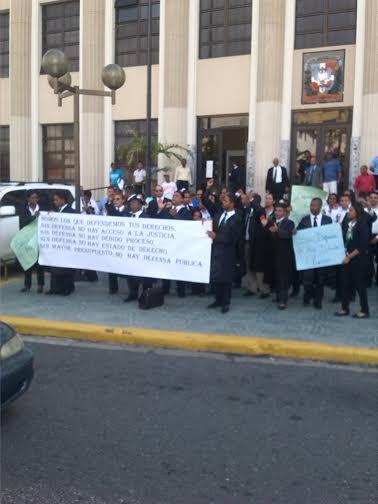 Defensores públicos protestan en demanda de más presupuesto