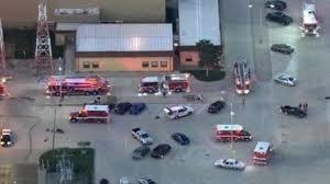 Cientos de vuelos continúan cancelados en aeropuertos de Chicago tras incidente del viernes