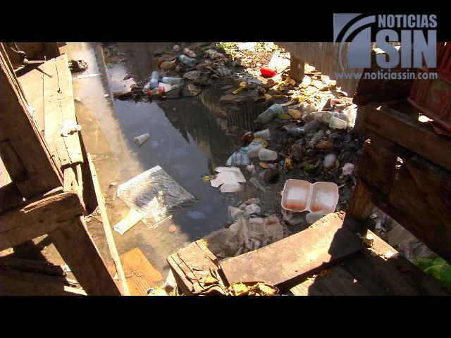 Comerciantes de avenida Duarte denuncian tienen que vender comida en medio de basura