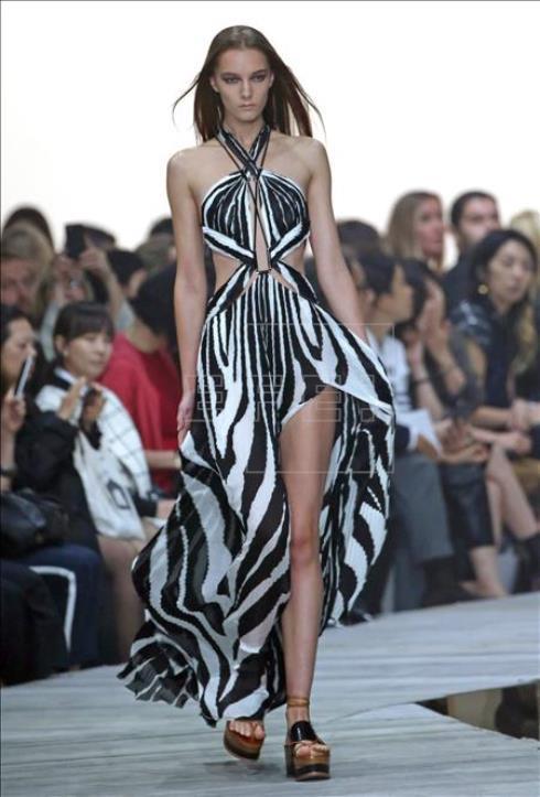 Giorgio Armani tiñe de estampado animal la cuarta jornada de la Moda de Milán