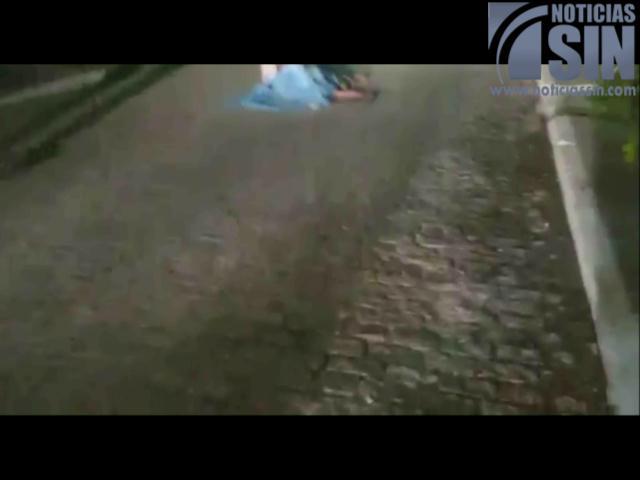Conductor golpea y arrastra a ciclista