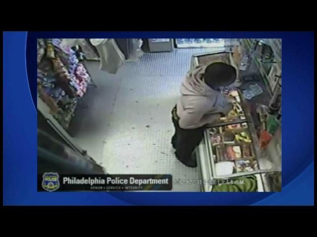 Hombre roba usando un plátano como arma