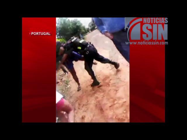 ¡Captado en cámara! Policía agrede a joven en la puerta de su casa en Paraguay