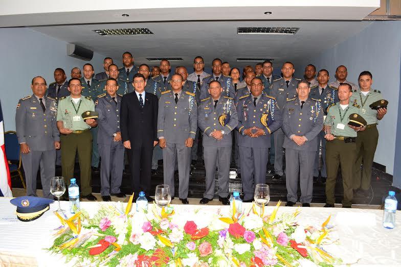 Policía gradúa 23 agentes en diplomado