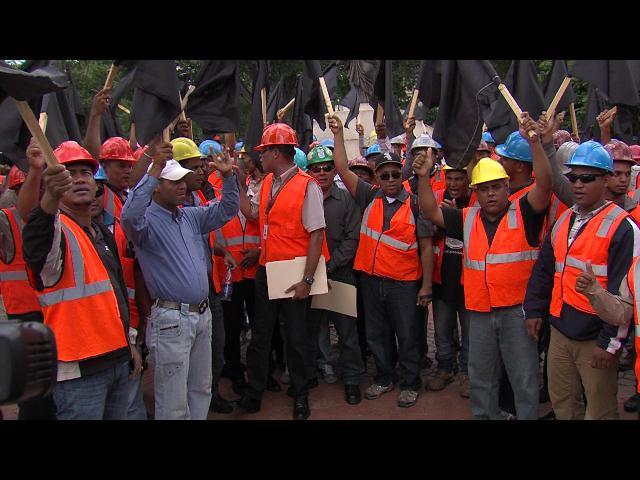 Empleados de Falcondo protestan frente al Palacio Nacional