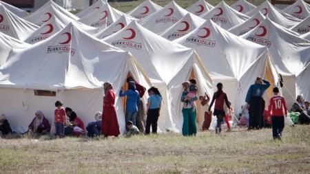 Llegan a 90 mil los refugiados kurdo-sirios que huyen del EI a Turquía