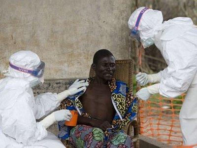 OMS consigue aislar y tratar al 70 % de infectados por ébola en África