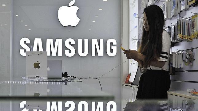 Samsung, satisfecha con el fallo que le exime de copiar el diseño del iPhone
