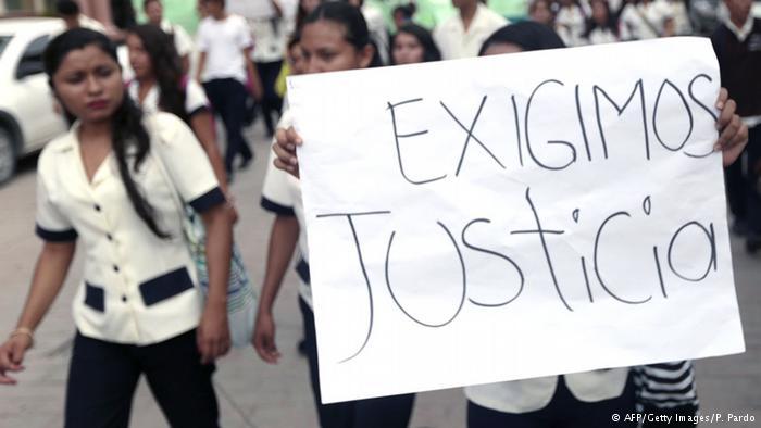 Activistas piden en Brasil justicia por estudiantes desaparecidos en México