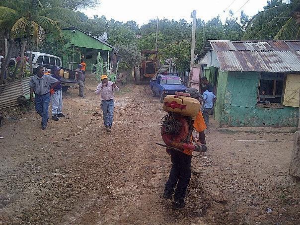 """Obras Públicas realiza operativo limpieza en sector """"Don Bosco"""" de Barahona"""