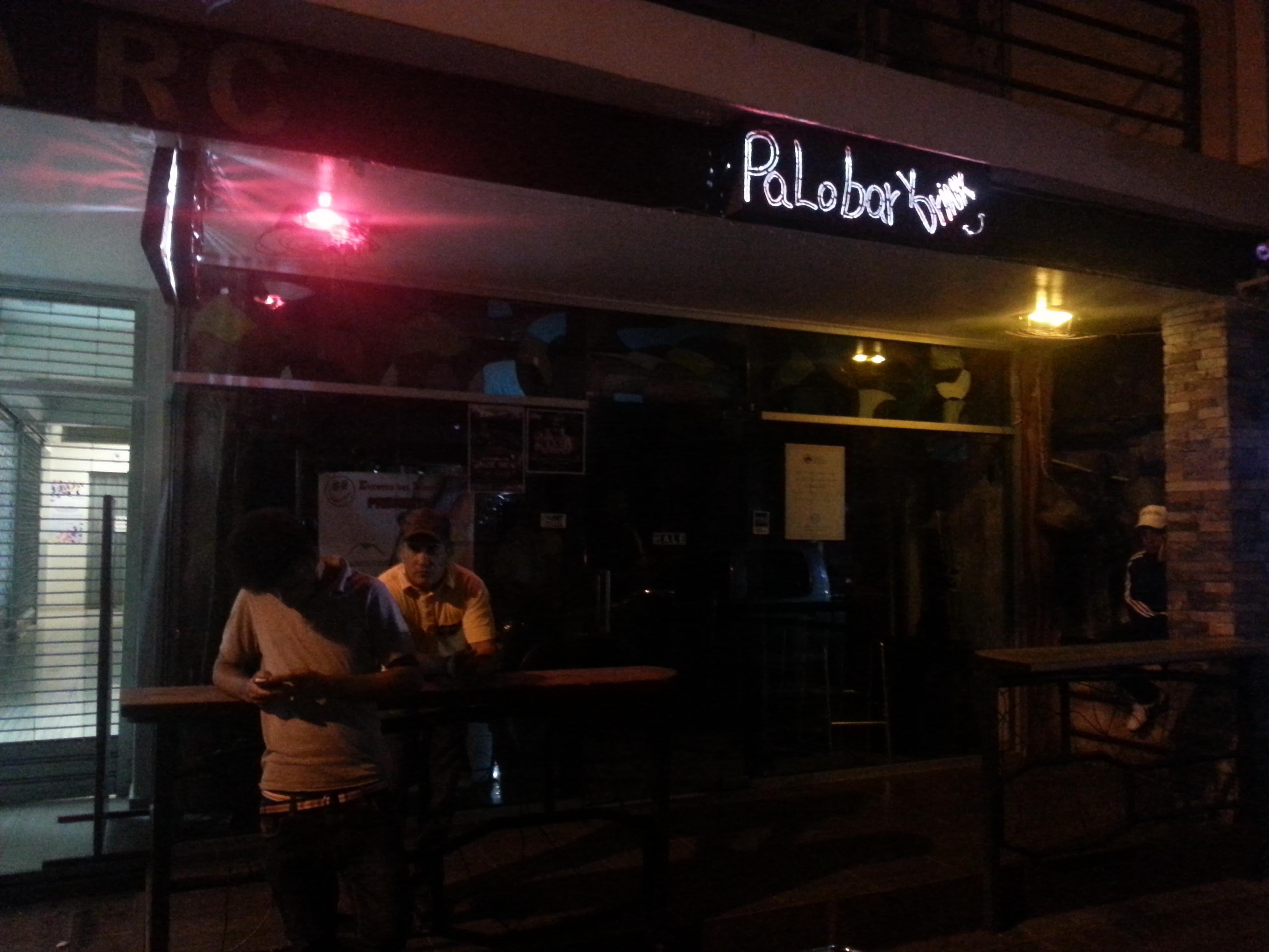 """Autoridades clausuran por un mes centro de bebidas """"Palo Bar"""""""