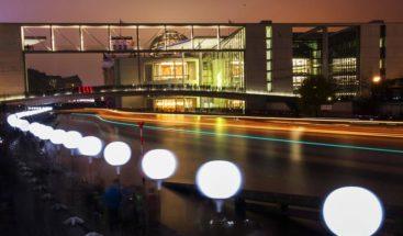 Berlín suelta 7,000 globos como colofón al aniversario de la caída del muro