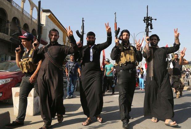 Sacerdote árabe denuncia que 15 mil cristianos han abandonado Mosul por el EI