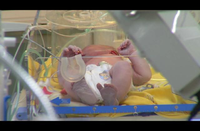 En estado delicado bebe abandonada en un basurero de Haina