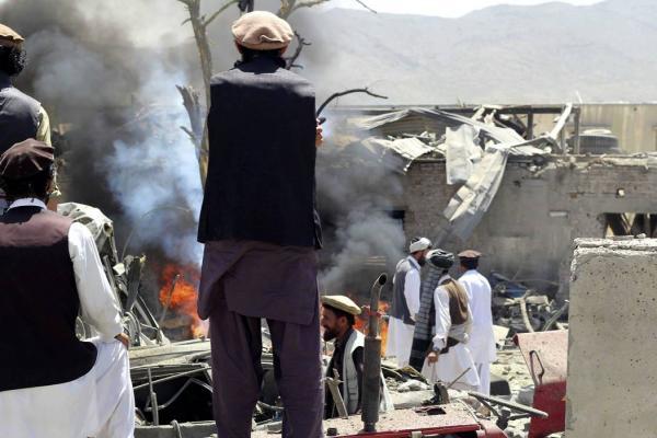 Al menos 25 muertos y 70 heridos en un ataque suicida en Afganistán