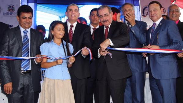 Medina inaugura cinco escuelas en provincias Hermanas Mirabal y Duarte
