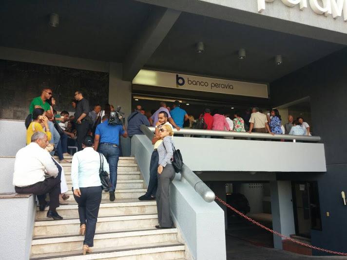 Ejecutivos Banco Peravia viajan al exterior en medio de tensión por disolución de la entidad