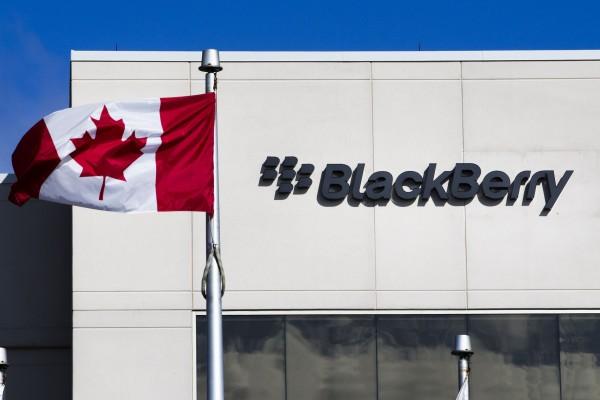 BlackBerry ofrece hasta 600 dólares por reemplazar iPhone por Passport
