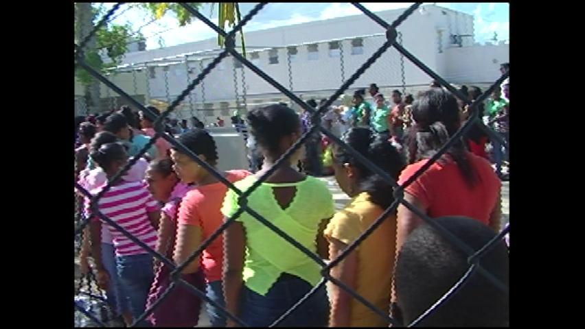 Denuncian atropellos familiares de reclusos en cárcel La Victoria