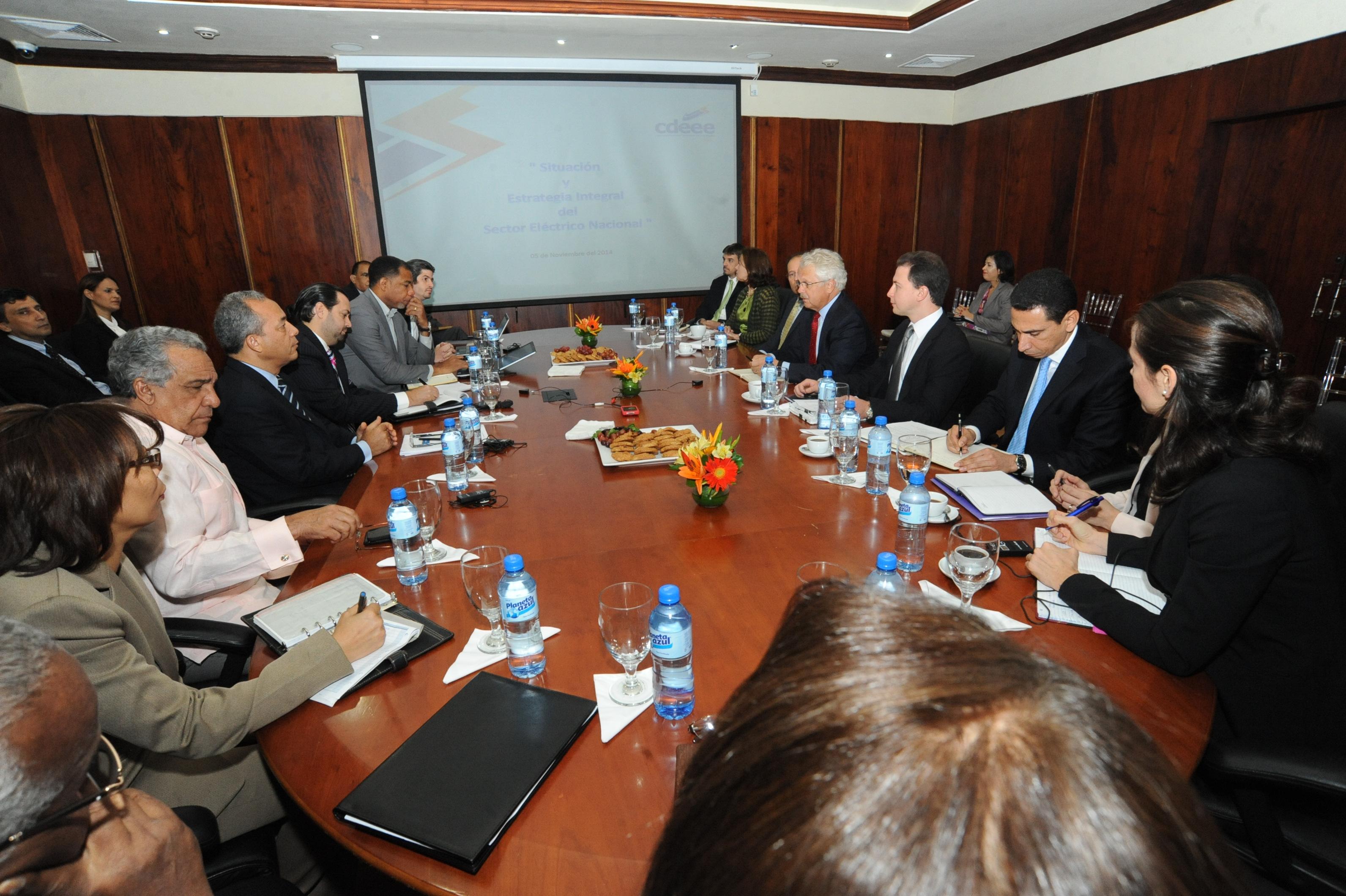 CDEEE y FMI pasan revista al sistema eléctrico dominicano