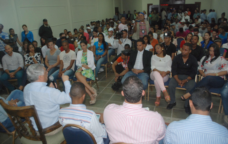 Gobiernos dominicanos les han fallado a los jóvenes, dice Miguel Vargas