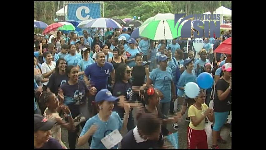 Cientos de personas caminan contra la Diabetes