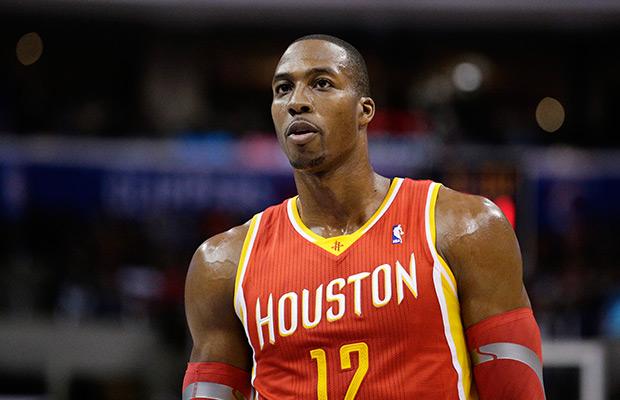 Howard y Rockets revalidan el invicto ante Spurs, ganan Trail Blazers