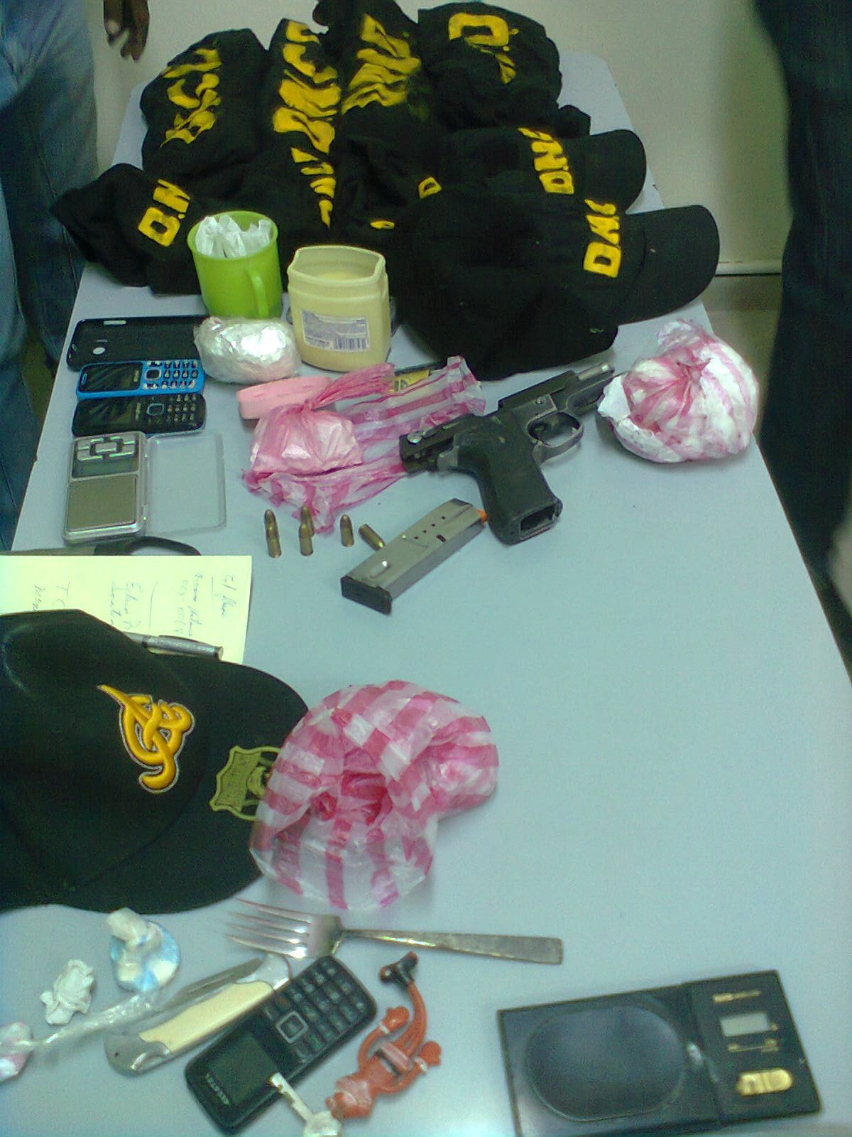 Confiscan drogas y armas presuntamente eran utilizadas en acciones delictivas