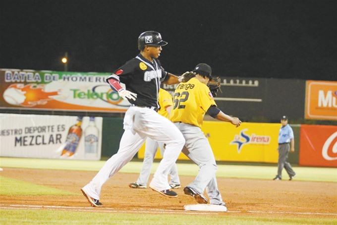 Gigantes vencen Águilas y comandan béisbol dominicano