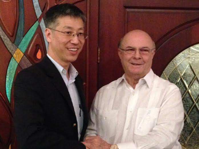 Hipólito Mejía recibe misión del gobierno de China