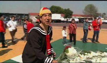 Miles de personas colman el Estadio Azteca para despedir a Chespirito