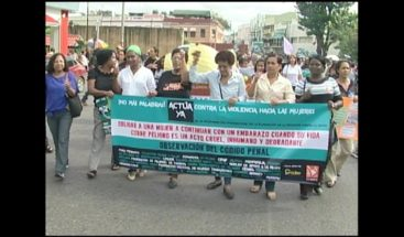 Mujeres marchan en reclamo de sus derechos