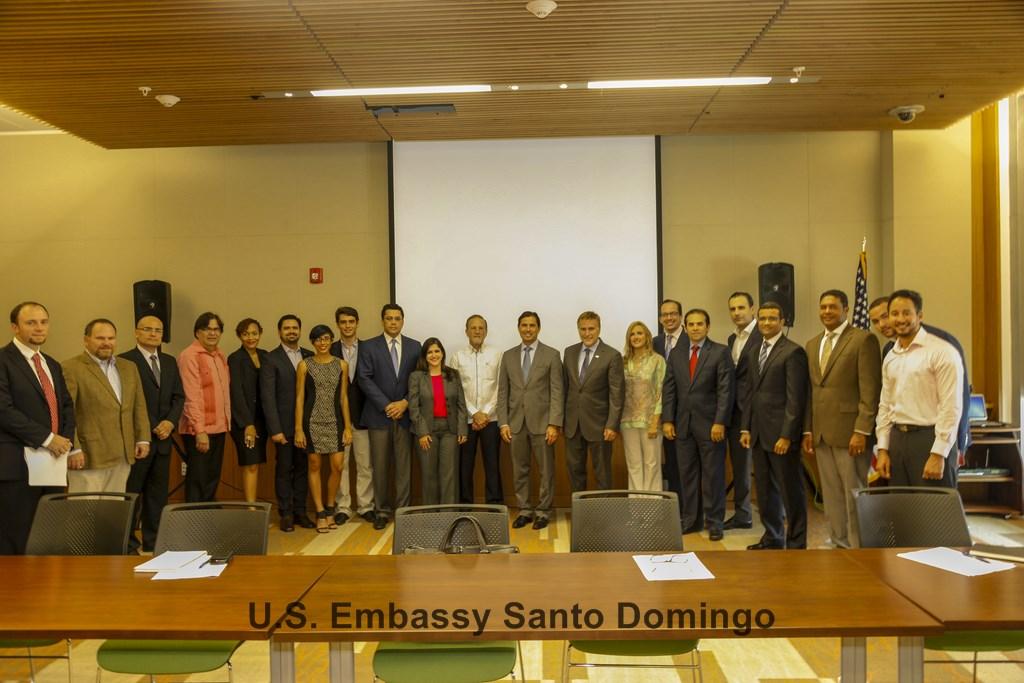 Embajador de los EE.UU. encabeza Foro Sobre Emprendedurismo