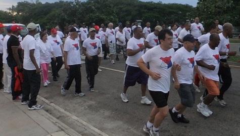 Agentes PN caminan por la Salud y la Confraternidad