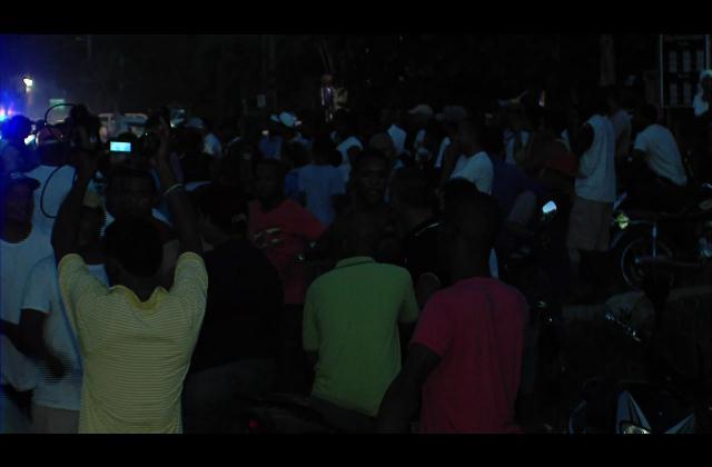 Cansados de los apagones paralizan Las Terrenas en Samaná