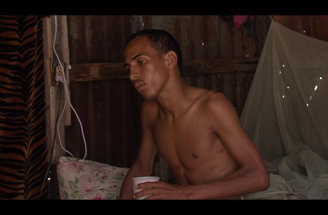 ¡Ayuda! Aislado de sus familiares joven batalla contra tuberculosis