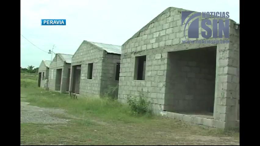 Damnificados aún esperan viviendas iniciadas en gobierno de Fernández