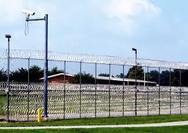 Jefe de Prisiones de Florida dimite tras polémica por trato a los reos